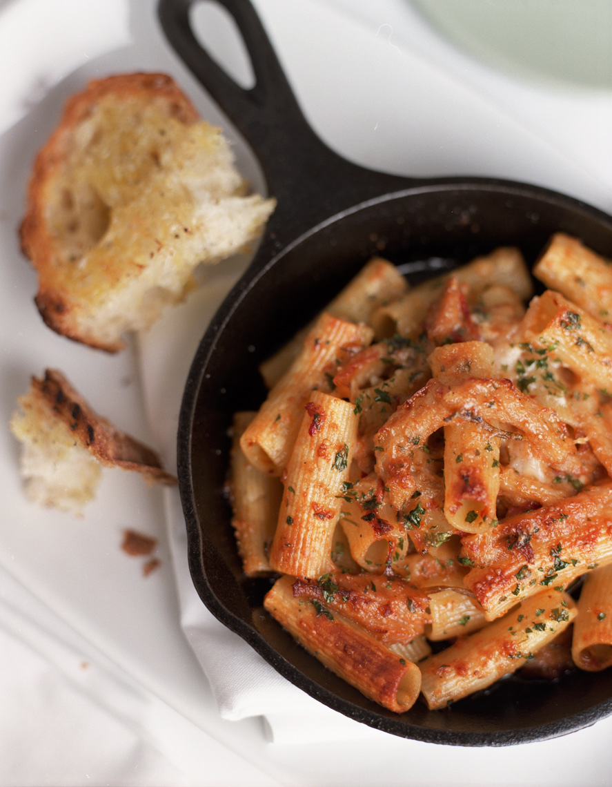 baked ziti in skillet with french bread