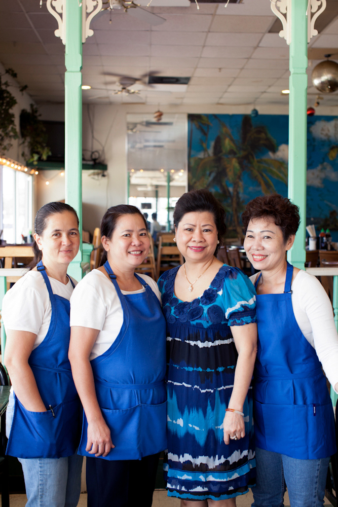 Houston restaurant Vietnamese waitresses