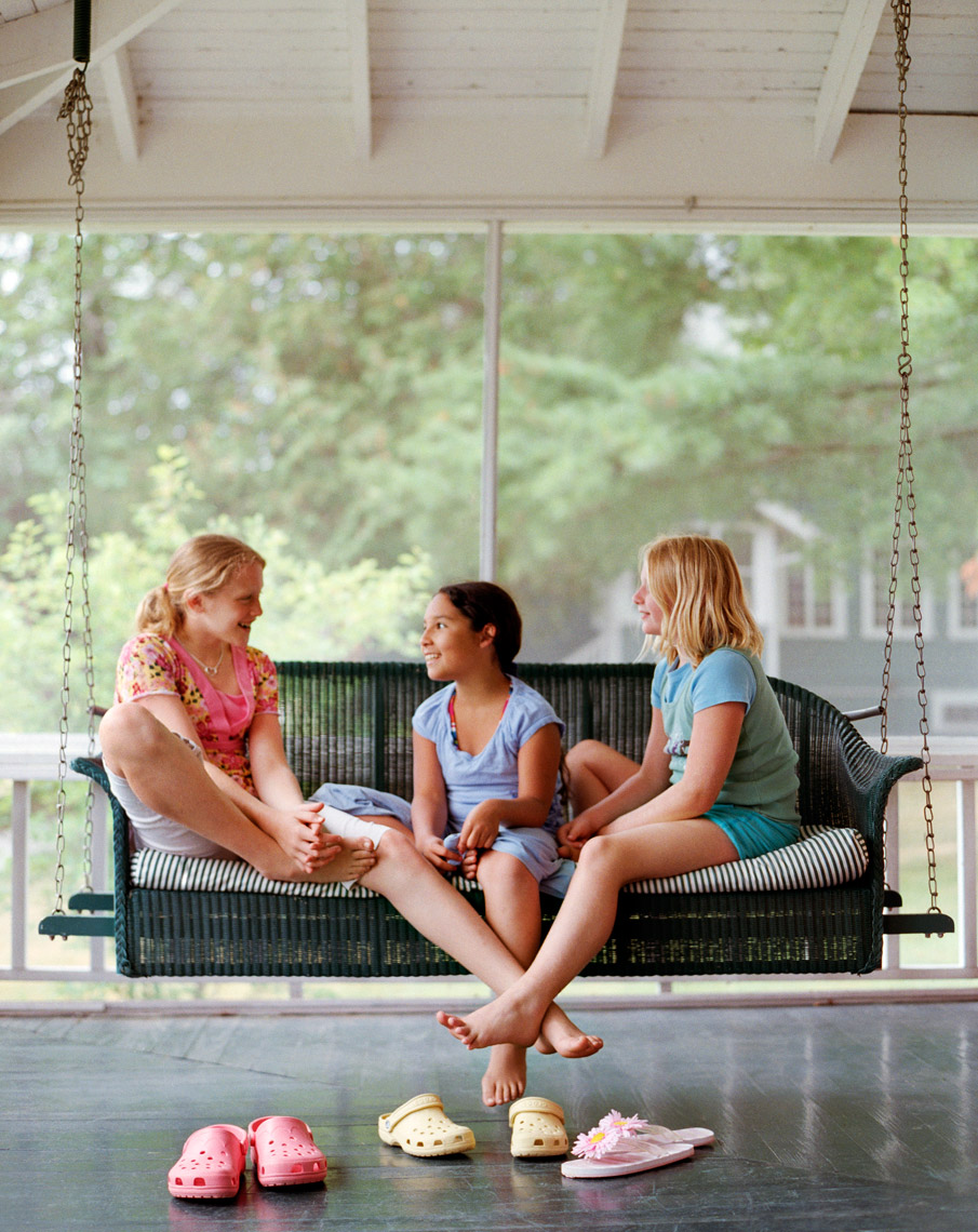 girls-on-porch