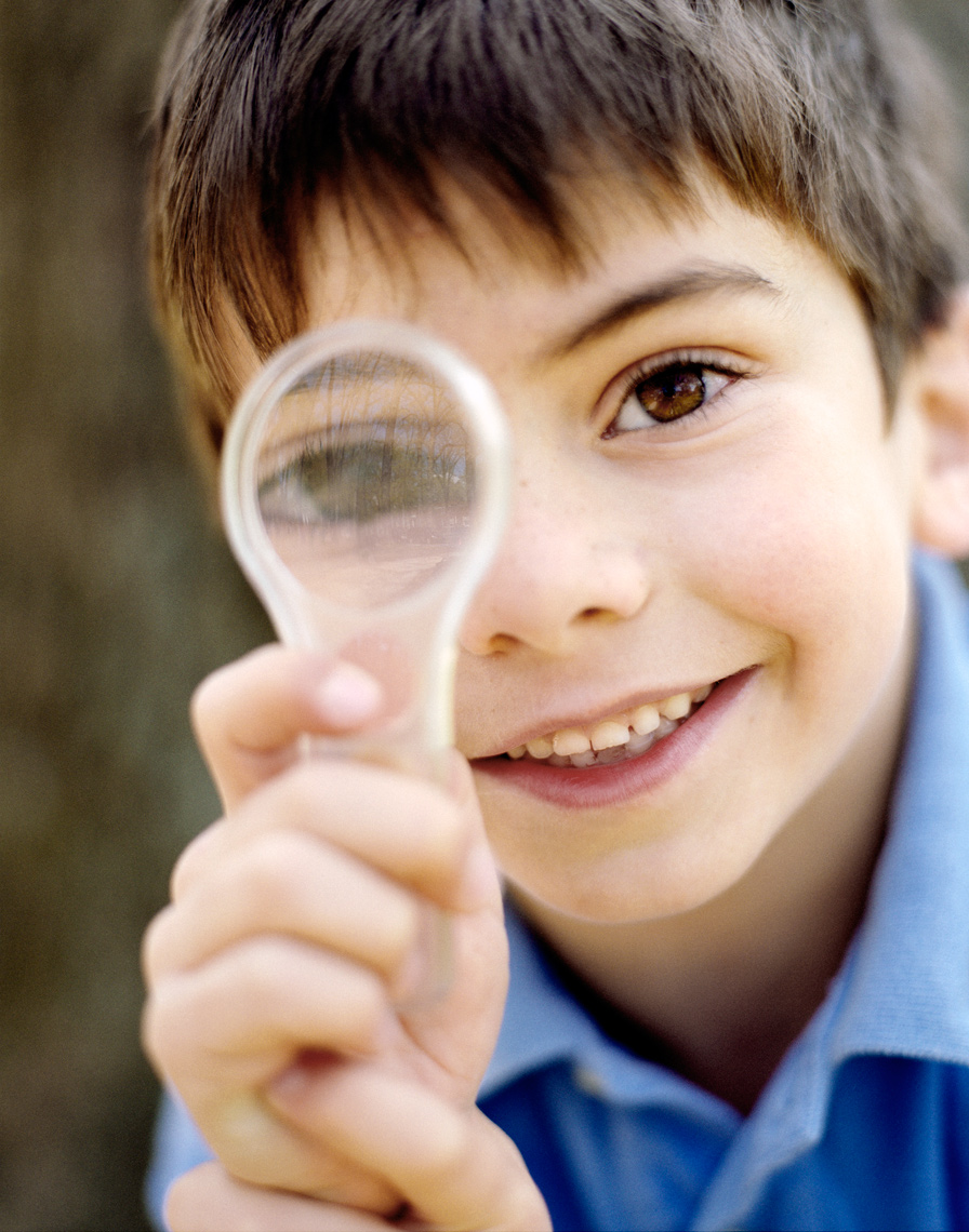 kids looking through magnifying glass
